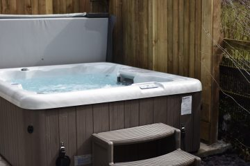 Romantic holiday cottage with hot tub