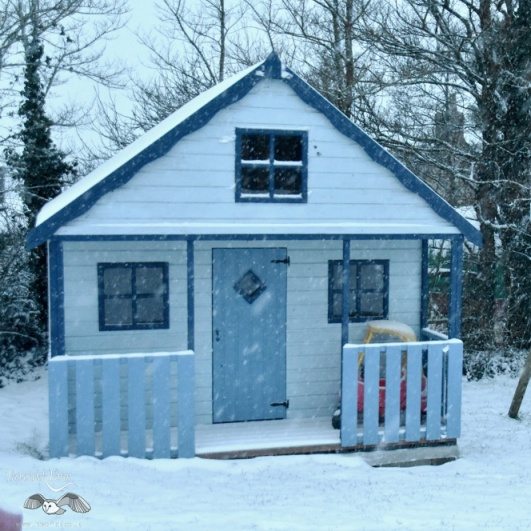 kids-playhouse-in-snow.jpg