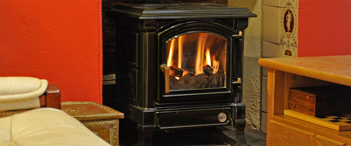 Real flame gas 'log burner' <a href='https://secure.supercontrol.co.uk/availability/availability_grid.asp?ownerID=6328&siteID=17680'>Check availability</a>